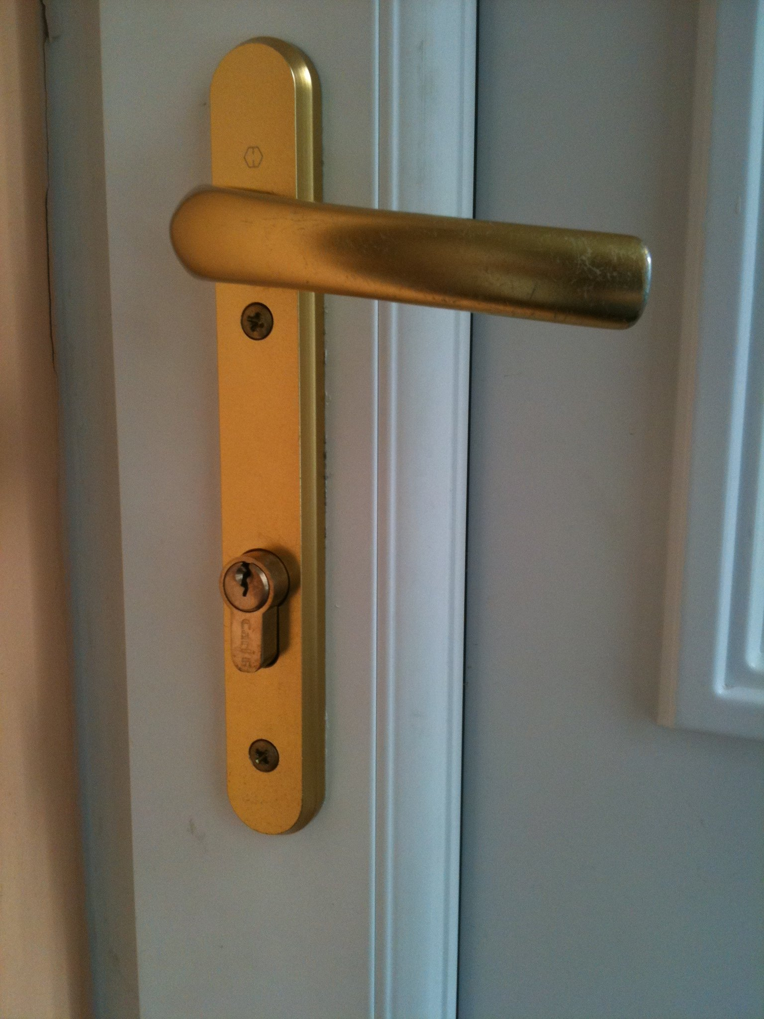 How secure is my upvc door by alcatraz edinburgh locksmiths for Door handle with lock